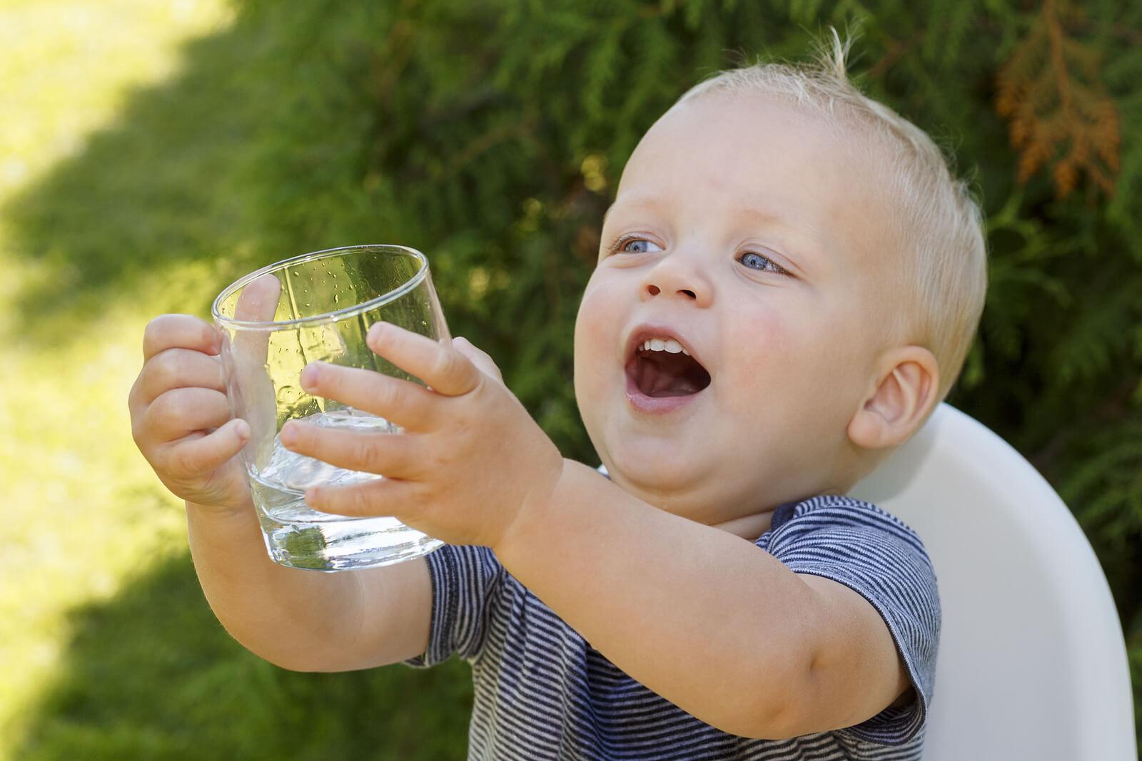 waterdrinkenbabypeuter